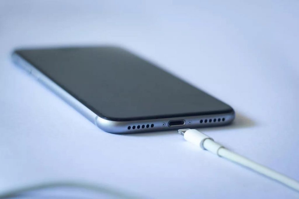 Why are the mobile phone charging ports at the bottom? It turned out to be …
