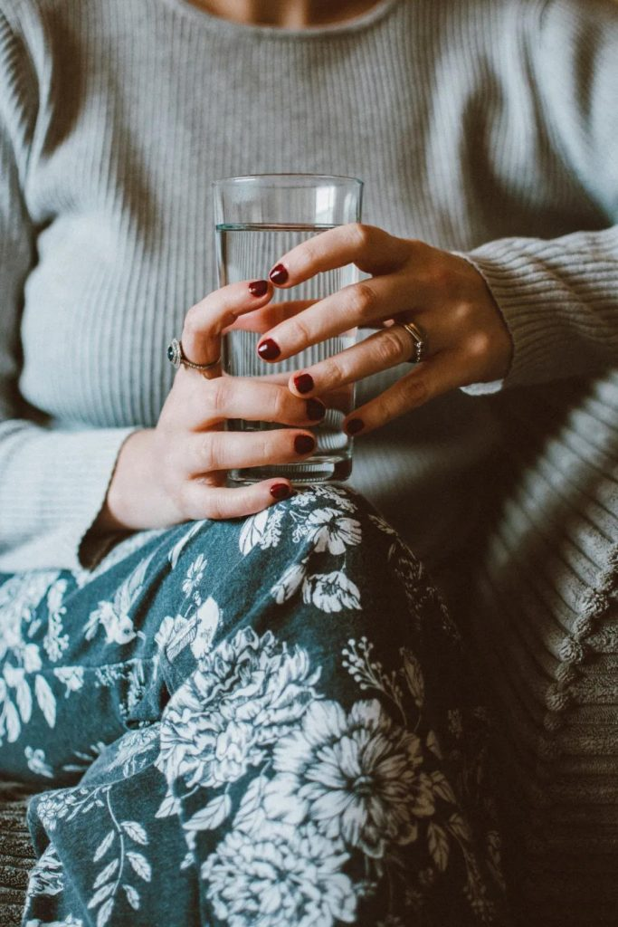 Many people don't drink correctly the first glass of water after getting up in the morning!